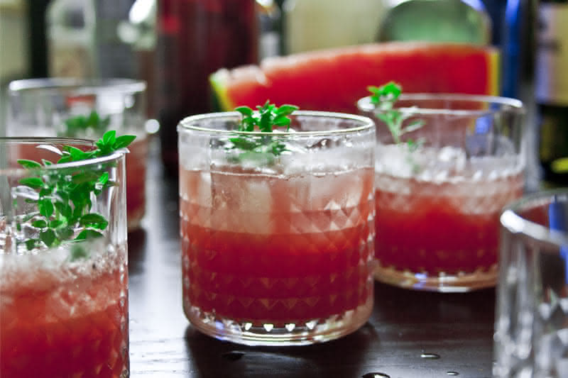 Limonade mit Wassermelone, Basilikum & Schmor-Zitrone